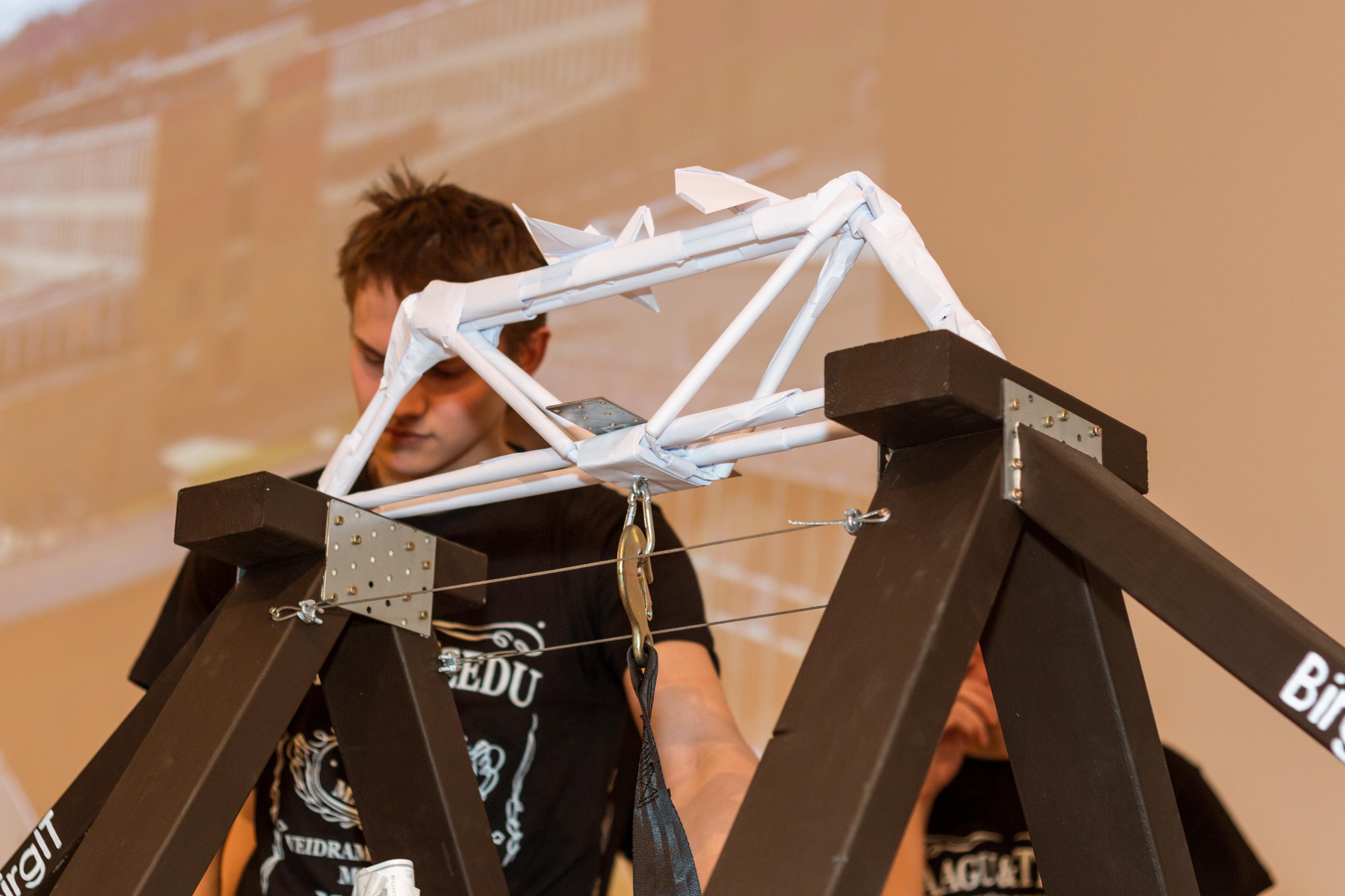 Merkos Paper Bridge Competition